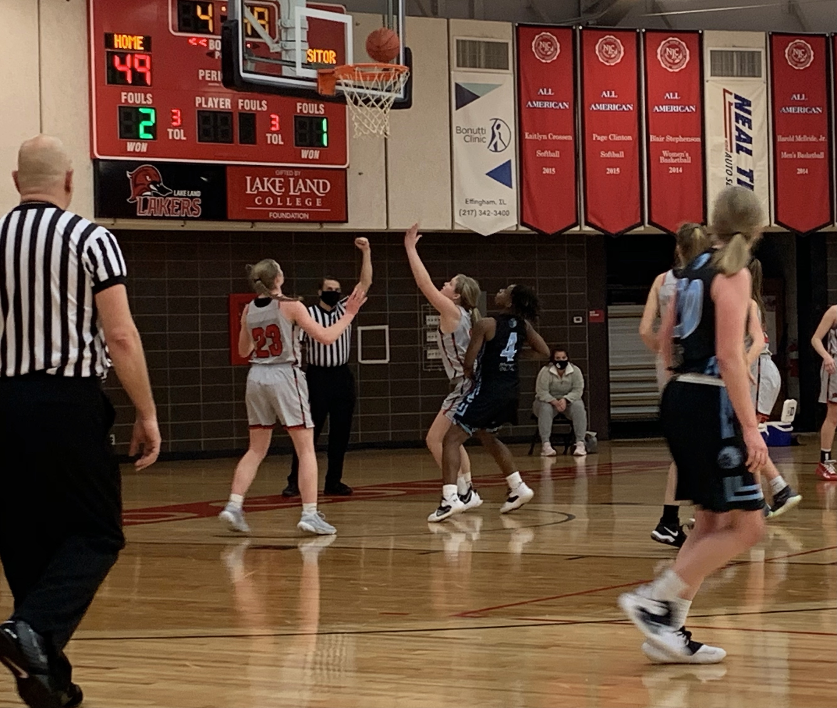 Weis, Gant pace No. 10 Lakers women past Olney Central, 75-58