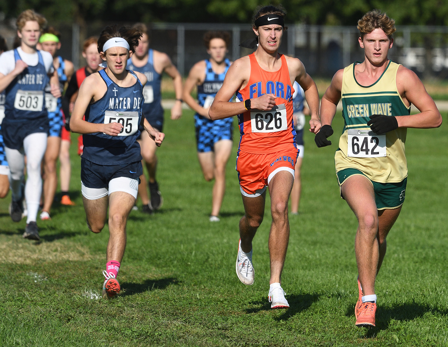 Mattoon's Davee rallies in final mile to win 4th title at Bulldog Invite